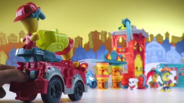 Entdecke die Welt von Play-Doh Town!