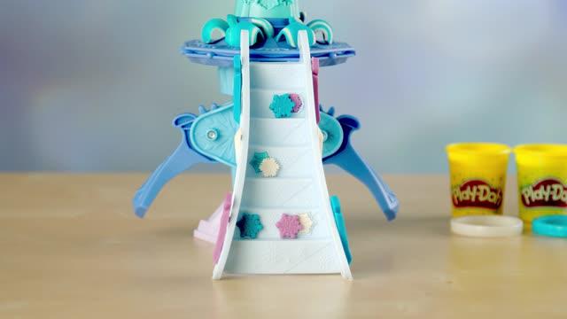 Play-Doh Disney Die Eiskönigin Elsas Eispalast - Unboxing