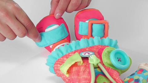 Toys That Play, Stow & Go: Dressy Kids Demo