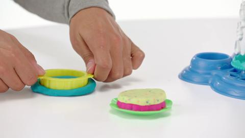Play-Doh Demo Cake Party
