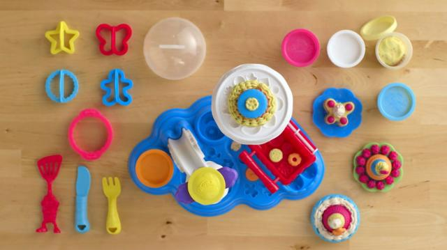 Play-Doh Cake Party Play-set Unboxing Video
