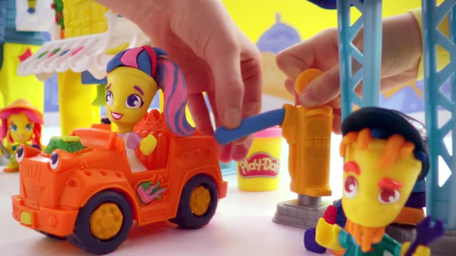 Play-Doh Town 3-in-1 Town Center TV Commercial