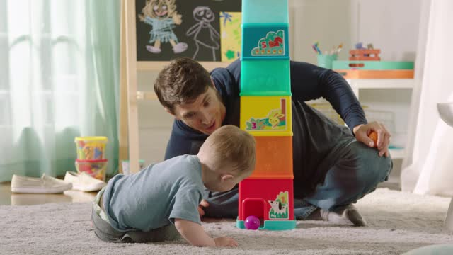 PLAYSKOOL  BUILD 'N ROLL STACKING TOWER  DEMO