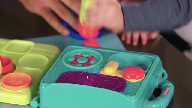 PLAYSKOOL  PRETEND 'N GO KITCHEN  DEMO