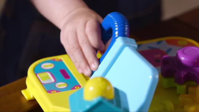 PLAYSKOOL  PRETEND 'N GO WORKSHOP  DEMO