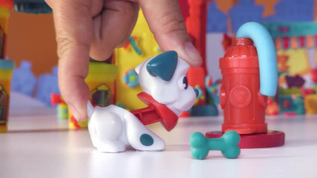 PLAY-DOH TOWN | FIREHOUSE & FIRE TRUCK | TV COMMERCIAL