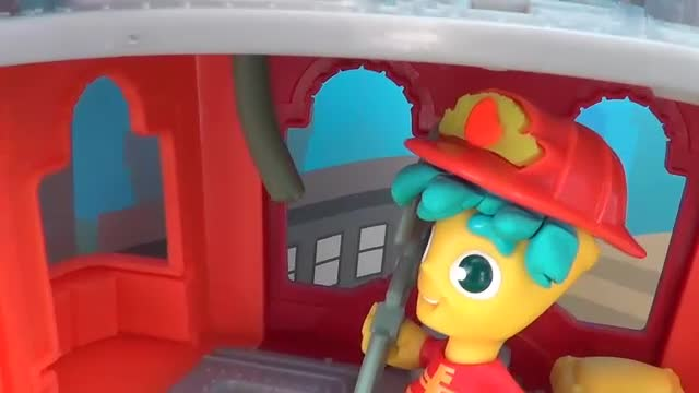 PLAY-DOH TOWN HAIRDRESSER PLAYSET | UNBOXING VIDEO FEAT. SUPERCOOL4KIDS