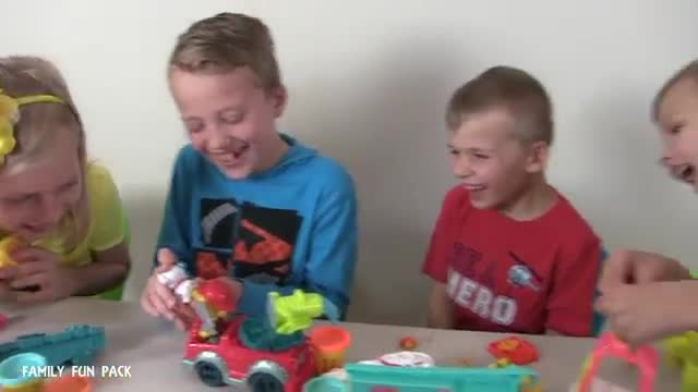 PLAY-DOH TOWN | UNBOXING VIDEO FEAT. FAMILY FUN PACK