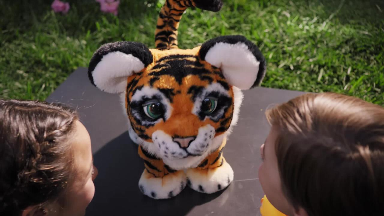 FURREAL ROARIN' TYLER THE PLAYFUL TIGER TVC