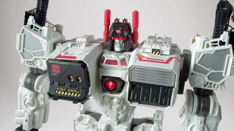 Transformers Generations Titan Class Metroplex Action Figure